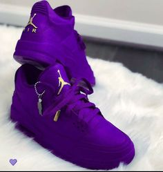 dream shoes,clothes and jewelry Sneakers Fashion, Fashion Shoes, Shoes Sneakers, Air Jordan Sneakers, Nike Fashion, Fashion Women, Fashion Ideas, Jordan Shoes Girls, Girls Shoes