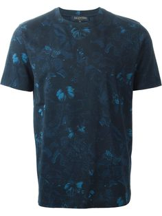 Blue cotton 'Rockstud Camubutterfly' T-shirt from Valentino featuring a round neck, short sleeves and a Rockstud detail at the back. Valentino Rockstud, Valentino Men, Custom Made T Shirts, T Shirt World, Outfit Combinations, Mens Tees, Shirt Style, Shirt Designs, Tee Shirts