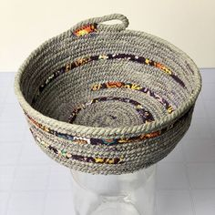 This video will walk you through all of his tips and tricks to sewing some elevated ooh la la rope bowls. There's more to it than setting your zig zag stitch and buying clothesline, so definitely…More #diyrope #ropecrafts Rope Basket, Basket Weaving, Rope Crafts, Yarn Crafts, Fabric Bowls, Rope Art, Sewing Baskets, Crochet Rope, Making Ideas