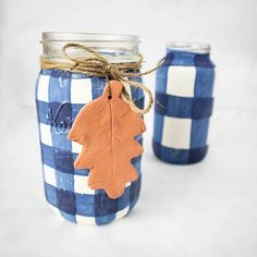 Easy Fall decor using this painted mason jar craft. Paint this easy buffalo check pattern onto your mason jar and fill with fall foliage for the perfect fall decor. Easy Fall Crafts, Cute Crafts, Crafts To Make, Painted Mason Jars, Mason Jar Crafts, Fall Decor, Crafty, Amazing Crafts, Buffalo Check