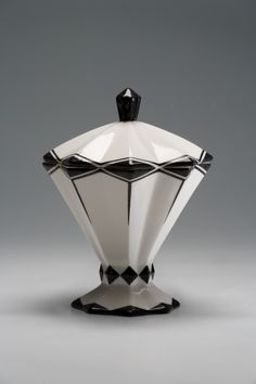 Elegant Art Deco lidded vessel original, around 1925, today can be used to hold boxes of matches for cigar nights