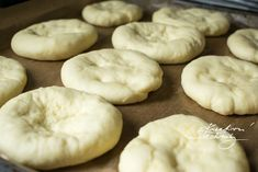 Vdolky: recept od babičky   Staročeské vdolky   Kreativní Techniky Doughnut, Hamburger, Garlic, Bread, Cookies, Vegetables, Desserts, Food, Hampers