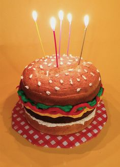 I made this burger cake for my friend's birthday.
