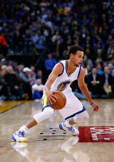 Stephen Curry Photos: Detroit Pistons v Golden State Warriors
