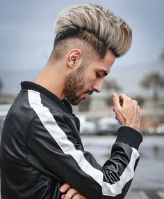 👑shabanapadaliya👑 Best Poses For Photography, Photography Poses For Men, Combover Hairstyles, Boy Hairstyles, Trending Hairstyles For Men, Haircuts For Men, Hair Look Boy, Guy Hair, Hair And Beard Styles