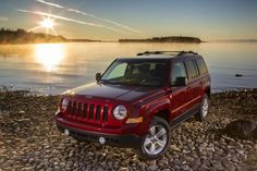 Feeling like a modern, but not as rugged incarnation of the classic and Jeep Cherokee, the Jeep Patriot is a simple crossover that makes a decent budget choice. Find out why the 2017 Jeep Patriot is rated by The Car Connection experts. Jeep Patriot 2007, Jeep Patriot Sport, Jeep Grand Cherokee Srt, Jeep Renegade, Best Gas Mileage Cars, Jeep Wrangler, Jeep Carros, 2016 Trucks, Mazda Cx-5