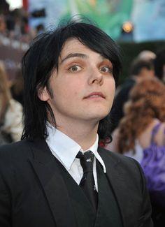 Gerard Way Photos Photos - Musician Gerard Way of My Chemical Romance arrives at Spike TV's 2008 Scream awards held at the Greek Theater on October 18, 2008 in Los Angeles, California. - Spike TV's Scream Awards - Arrivals