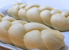 A traditional Greek Easter Bread (Tsoureki) recipe! Discover all the secrets behind making the fluffiest, tastiest traditional Tsoureki with this step by step, no fail recipe! Greek Easter Bread, Greek Bread, Greek Sweets, Greek Desserts, No Rise Bread, Greek Cooking, Greek Dishes, Pastry Recipes, Kitchens