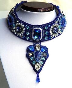 Collar en mostacillas de color Azul.....