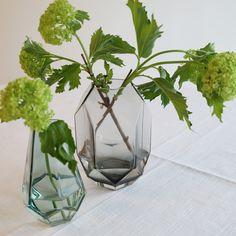 Vase Kantet grå | Kremmerhuset #Kremmerhuset #Interior #Inspiration