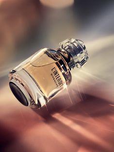 향수 Love & Light, Bloomingdale's Holiday Fragrance on Behance Wedding Gowns: A Guide For Making The R Perfume Tommy Girl, Perfume Good Girl, Best Perfume, Perfume Glamour, Perfume Versace, Perfume Diesel, Perfume Lady Million, Perfume Collection, Vacation