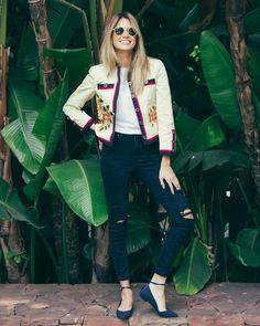 Ontem falei sobre looks com jeans e o Jeans bordado é uma ótima opção para quem quer modernizar os looks! O Bordado, não apenas no jeans, continua super em alta no Inverno! Você pode investir em short, saias, calças, camisas, jaquetas e até vestidos bordados que o resultado é muito mais interessante  Estou adorando …