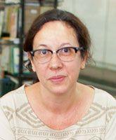 """Cristina Pessôa, vendedora de livros de 46 anos, afirma que uma de suas maiores irritações no dia a dia é esperar atendimento ao telefone. """"Quando acho que serei atendida e terei meu problema resolvido, a ligação é transferida e preciso explicá-lo novamente"""", conta."""