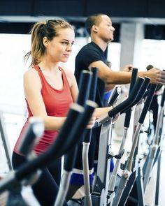 3 programmes ciblés pour redessiner la silhouette grâce au vélo elliptique : un programme pour perdre du poids, un programme anti-cellulite et un programme pour maigrir des cuisses et se muscler les bras.