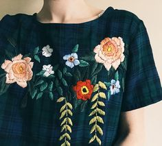 Magnificent embroidered blouse by Tessa Perlow Mode Style, Style Me, Tessa Perlow, Outfit Des Tages, Mode Shop, Embroidered Blouse, Embroidered Flowers, Mode Outfits, Mode Inspiration