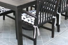 105 DIY Projects That Will Make You Proud: Enhance your patio furniture with these ridiculously easy DIY cushion covers, courtesy of Prudent Baby. Kitchen Chair Cushions, Rocking Chair Cushions, Patio Cushions, Diy Chair, Seat Cushions, Diy Art Projects, Diy House Projects, Sewing Projects, Home Design