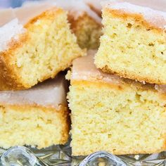 Mary berry lemon drizzle tray bake cake with crunchy sugar topping Mary Berry Lemon Drizzle Cake, Lemon Drizzle Traybake, Orange Drizzle Cake, Tray Bake Recipes, Baking Recipes, Cake Recipes, Dessert Recipes, Desserts, Bbc Recipes