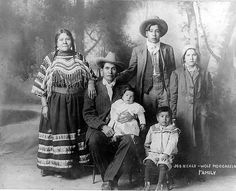 Joe Healy and his family Native American Paintings, Native American Pictures, Native American Clothing, Native American Regalia, Native American History, Native American Photography, Blackfoot Indian, Unique Drawings, My Family History