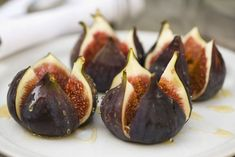 Fifteen quick and easy recipes using fresh figs, from savory appetizers to sweet-tooth-satisfying desserts. Fig Recipes Healthy, Honey Recipes, Fruit Recipes, Cooking Recipes, Easy Recipes, Recipes With Figs, Recipies, Crepe Recipes, Keto Recipes