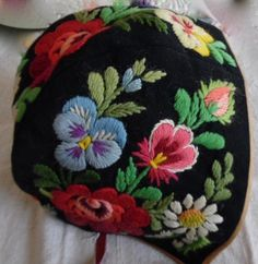 Scandinavian Embroidery, Swedish Embroidery, Folk Embroidery, Ribbon Embroidery, Floral Embroidery, Embroidery Stitches, Machine Embroidery, Felted Wool Crafts, Berets