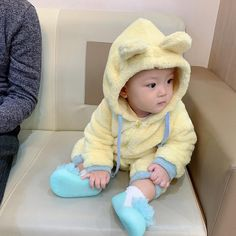 New baby boy ulzzang kids 18 Ideas Dad Baby, Cute Baby Boy, Cute Little Baby, Little Babies, Cute Kids, Baby Kids, Cute Asian Babies, Korean Babies, Asian Kids