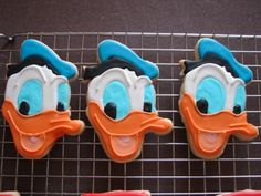 Donald Duck Cookies These are cookies I made for a recent order I got. NFSC with Royal Icing Duck Cookies, Fancy Cookies, Iced Cookies, Cupcake Cookies, Cookie Icing, Cupcakes, Donald Duck Cake, Donald Duck Party, Donald And Daisy Duck