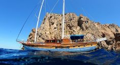 Have you ever thought of a charming vacation aboard  26-mt-long sailing boat with all the comforts? Nothing easier than get carried away and lulled by the beautiful sea of Sardinia in the company of the crew of an long sailing boat. Ask us for more informations!!