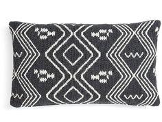 Het Nicam kussen met zijn schitterende warme kleuren biedt een knusse sfeer in huis en maakt een zitplaats nog aantrekkelijker. Heerlijk comfortabel duikt u in het kussen om te ontspannen en samen met vele andere kussens van Eland LaForma ook nog eens bere gezellig. Bekijk alle variaties van in kleuren en stijlen. Dit product is ook bekend onder de naam 'Eland kussen 30x50 wit / zwart - LaForma'.