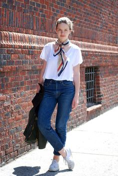 Street Style: Polina Is Casually Reading Sartre