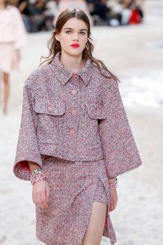 Chanel Spring Summer 2019 fashion show at Paris Fashion Week (October PFW RTW photos. 50 Fashion, Live Fashion, Couture Fashion, Runway Fashion, Fashion Show, Fashion Outfits, Paris Fashion, Womens Fashion, Fashion Trends
