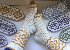 Vottemønster,Sokkemønster ,mønster til pannebånd og mini Selbu 🐑🇳🇴   FINN.no Mitten Gloves, Mittens, Holidays And Events, Knitting Socks, Knitting Patterns, Monogram, Crochet, Diy, Beautiful Things