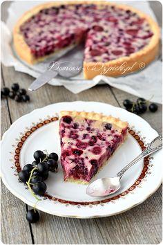 Tarta z owocami i polewą z białej czekolady