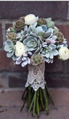 36 Unconventional Winter Wedding Bouquets To Die For | Weddingomania