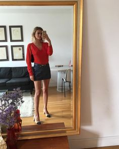 Best basics @galerieslafayette#eleganceengagee #galerieslafayette #ad Jean Mini Skirts, Dressing, Red Cardigan, Galeries Lafayette, Parisian Chic, Street Style Looks, Spring Outfits, Going Out, Leather Skirt
