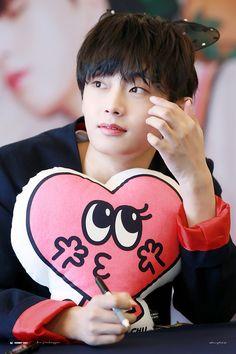 #김용국 #용국 #JINLONGGUO #JBJ#ヨングク Produce 101 Season 2, Korean Name, I Need To Know, Kpop Boy, Pop Group, Snow White, Fandom, Disney Princess, Disney Characters