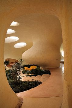 A fine example of arquitectura orgánica, the Nautilus House in Mexico City convenes nature with modern architecture in an aesthetically pleasing way. Architecture Design, Organic Architecture, Amazing Architecture, Residential Architecture, Contemporary Architecture, Dream Home Design, House Design, Bubble House, Earthship Home