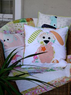 Scrap Fabric Projects, Fabric Scraps, Applique Cushions, Free Motion Embroidery, Baby Pillows, Quilted Pillow, Creative Crafts, Easter Crafts, Baby Quilts