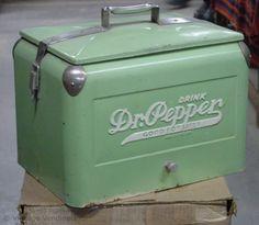vintage Dr.Pepper machine | 1940s Dr. Pepper Picnic Cooler