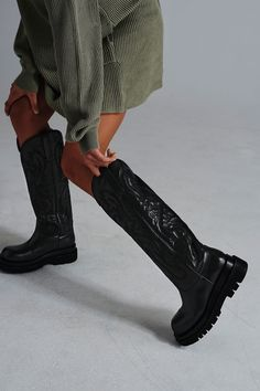 Indie Outfits, Grunge Outfits, Jeffery Campbell Boots, Jeffrey Campbell, Cowboy Boot Outfits, Cowgirl Boots, Western Boots, Walking Boots, Chunky Boots