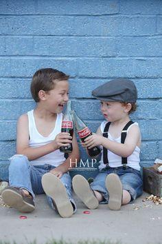 41 Ideas for baby boy photo shoot ideas vintage children Kids Photography Boys, Baby Boy Photography, Vintage Photography, Birthday Photography, Brother Pictures, Boy Pictures, Shooting Photo Vintage, Vintage Photo Shoot, Vintage Boys