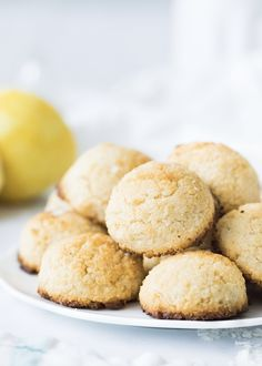 Lemon Coconut Macaroons are gluten-free, dairy-free, egg-free, soy-free, and sweetened with a small amount of maple syrup. A Medical Medium recipe. Healthy Desserts, Dessert Recipes, Sweet Potato Pizza Crust, Medium Recipe, Macaroon Recipes, Lemon Coconut, Juice Fast, Oatmeal Raisin Cookies, Coconut Macaroons