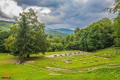 Sarmisegetuza Romania, Golf Courses, Around The Worlds, Places, People, Green, People Illustration, Folk, Lugares