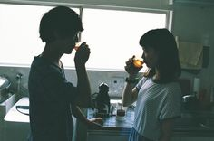 美味しいお菓子と、美味しい珈琲を淹れてほっと一息。そんな「ていねいなひととき」を写真家の川島小鳥さんと探しに出かけました。