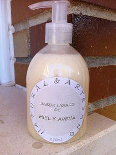 Natural y Artesano: Como hacer jabón liquido de una pastilla de jabón Homemade Beauty Products, Diy Cleaning Products, Cleaning Hacks, Beauty Kit, Diy Beauty, Beauty Hacks, Soap Bubbles, Beauty Recipe, Natural Home Remedies