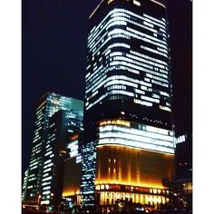 Instagram【michee0330】さんの写真をピンしています。 《大阪 フェスティバルホーム#大阪 #中の島 #フェスティバルホール #夜景 #夜 #秋#イルミネーション #にほん #japanese #japan#osaka#nakanoshima #festivalhall #night #nightview #ilumination #blight #light #lightup beautiful#nightlife#river#high》