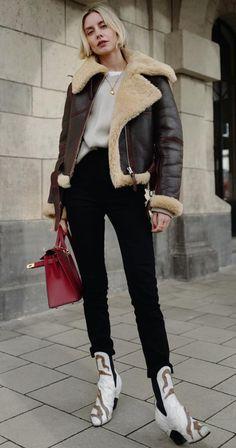 Winter Coats Women, Coats For Women, Jackets For Women, Shearling Jacket, Fur Coat, Winter Leather Jackets, Cool Street Fashion, Street Style, Girl Fashion
