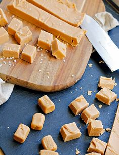 Soft caramel or caramel fudge - it doesn& matter, it& delicious ! Soft caramel or caramel fudge – it doesn& matter, it& delicious ! Salted Caramel Fudge, Caramel Recipes, Fudge Recipes, Salted Caramels, Candy Recipes, Best Fudge Recipe, Sweets Cake, Cookies Et Biscuits, Chocolates