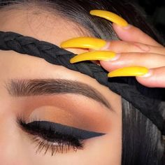 Soft warm toned crease shadow and winged black liner. Yellow coffin nails and filled brows. Easy eye makeup to try.