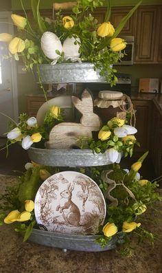 Centerpiece Decorations, Table Centerpieces, Spring Decorations, Oster Dekor, Seasonal Decor, Holiday Decor, Dining Room Table Decor, Diy Ostern, Beautiful Dining Rooms