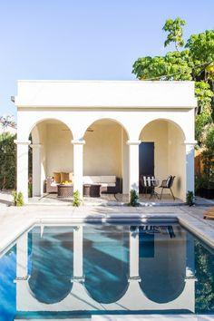 House Tour: Spanish Style in West Hollywood - SA Decor & Design West Hollywood, Hollywood Homes, Spanish Style Homes, Spanish House, Spanish Backyard, Spanish Revival, Pool Cabana, Tadelakt, Backyard Furniture